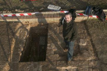 Rafael Espino, presidente de Aremehisa, en las excavaciones.