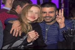 El empresario Manuel Blanco junto a una de sus supuestas víctimas.