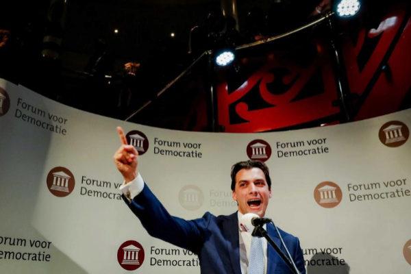 Thierry Baudet, líder de Foro por la Democracia, celebra la victoria en las elecciones provinciales.