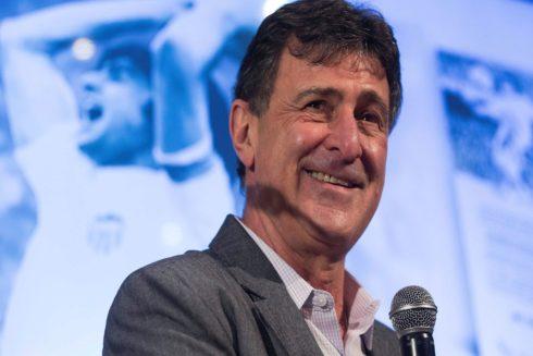 Mario Alberto Kempes durante la presentación de su autobiografía en el palco de Mestalla.