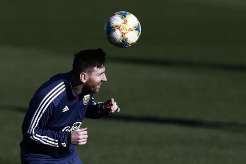 Messi, durante un entrenamiento con Argentina en Valdebebas.