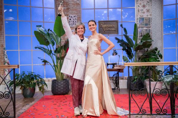Rosa León, con la modelo Blanca Padilla.
