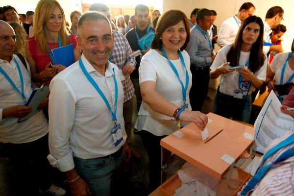 Miguel Barrachina acompaña a Isabel Bonig en el congreso del PP.