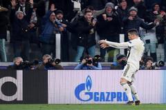 Cristian Ronaldo hace el gesto durante el partido ante el Atlético.
