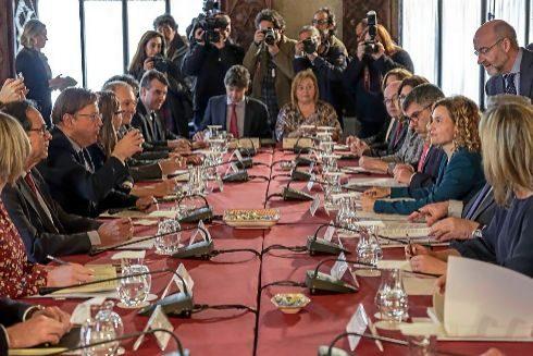 Imagen de la reunión de la comisión bilateral entre el Gobierno de España y la Generalitat, celebrada el pasado mes de febrero en el Palau de la Generalitat.