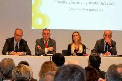 Salvador Navarro, en el centro, ayer, durante la reunión del comité ejecutivo y la junta directiva de la CEV.