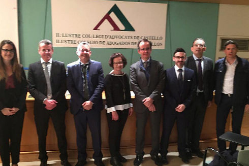Manuel Mata, con algunos de los miembros de su candidatura, este jueves.