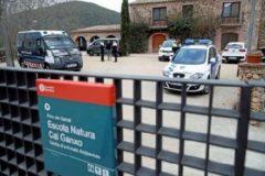 Operativo policial para investigar el ataque en Castelldefels a un centro que alojaba a menores no acompañados.