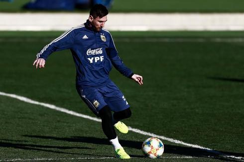 Leo Messi entrena con la selección argentina de fútbol