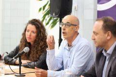 Julià Álvaro con Rubén Martínez Dalmau y Beatriu Gascó en la presentación de la candidatura de Podemos.