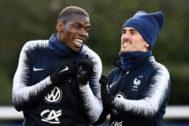 Griezmann y Pogba, durante un entrenamiento de la selección francesa.