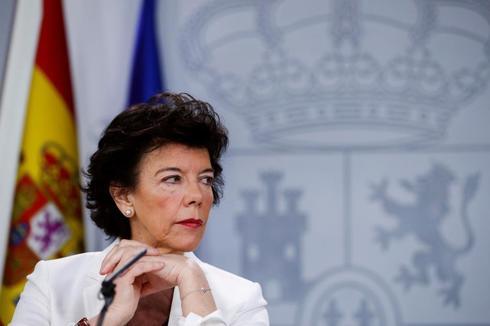 La ministra portavoz del Gobierno, Isabel Celaá, en la rueda de prensa tras el Consejo de Ministros de este viernes.