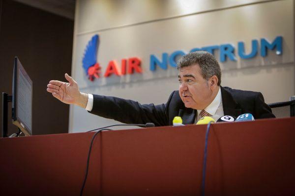 El presidente de Air Nostrum, Carlos Bertomeu, presenta los cambios societarios de su compañía.