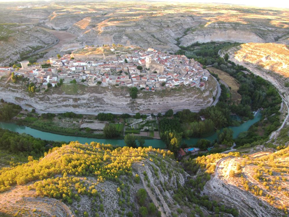A caballo entre las provincias de Albacete y Cuenca, esta comarca...