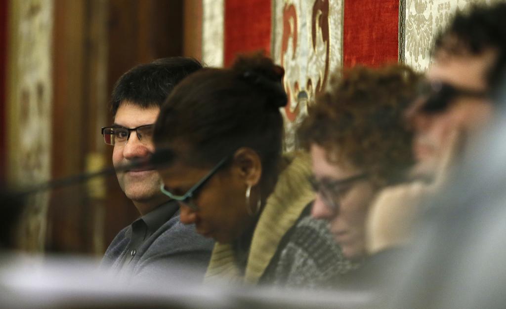 La concejal Julia Angulo, segunda a la izquierda junto a Miguel Ángel Pavón, en un pleno.