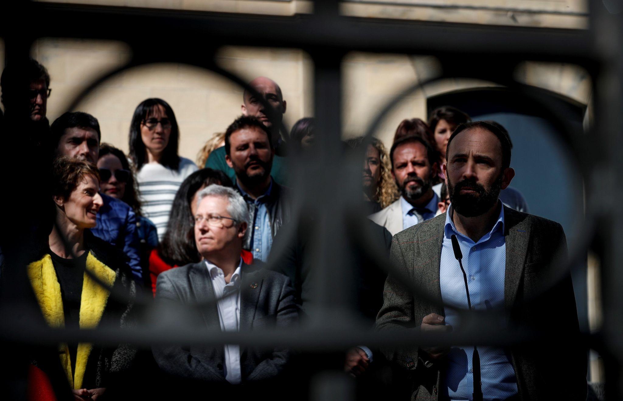 Denis Itxaso junto al resto de candidatos del PSE-EE a las Juntas Generales de Gipuzkoa.