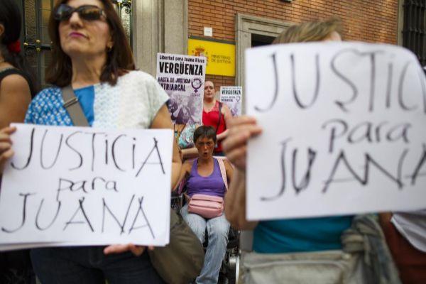 Concentración de protesta contra la sentencia de Juana Rivas.