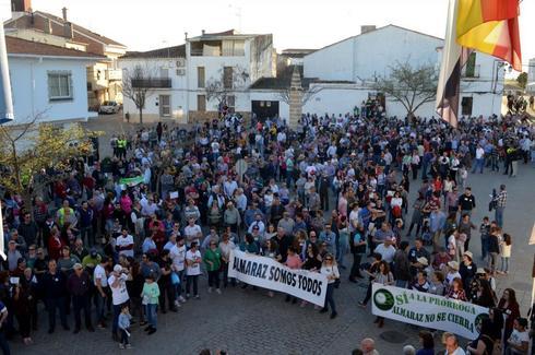 Manifestación en Almaraz, en la comarca cacereña de Campo Arañuelo, pidiendo la continuidad de la central nuclear.