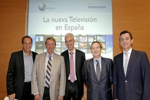 El vicepresidente de Atresmedia, Maurizio Carlotti (segundo por la derecha) en un encuentro del sector de la televisión celebrado en Unidad Editorial.