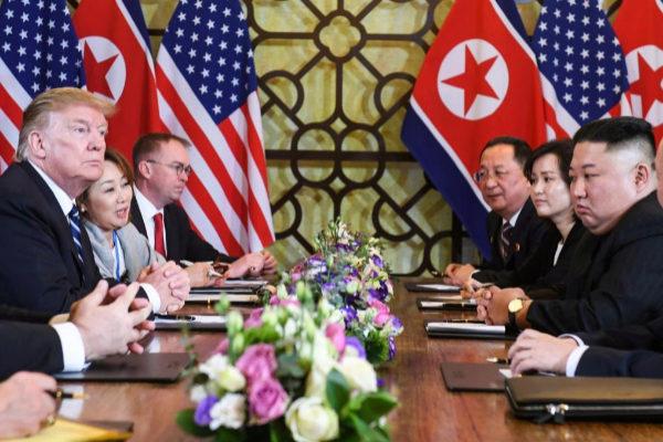 Donald Trump y Kim Jong-un durante su último encuentro en Hanoi.