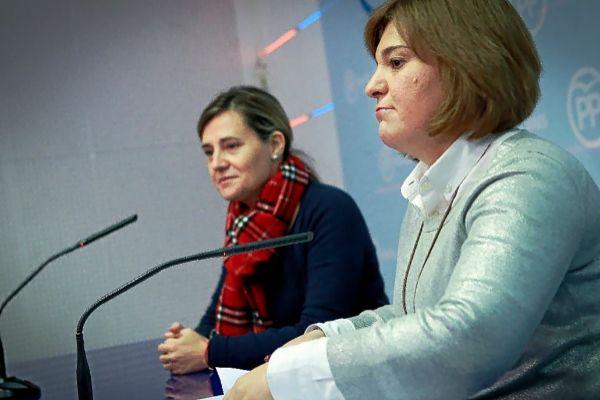 Elena Bastidas e Isabel Bonig, en una rueda de prensa en la sede del partido.