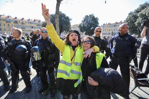 Manifestantes de los 'chalecos amarillos' hoy, en Niza.