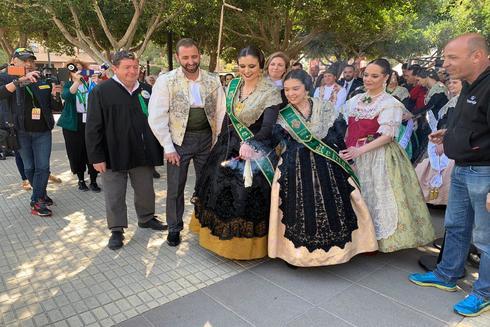 Las reinas encienden la mecha, este sábado, de la primera 'mascletà' de fiestas.
