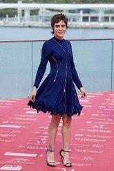 La actriz esta mañana ha apostado por un juvenil vestido con detalles...