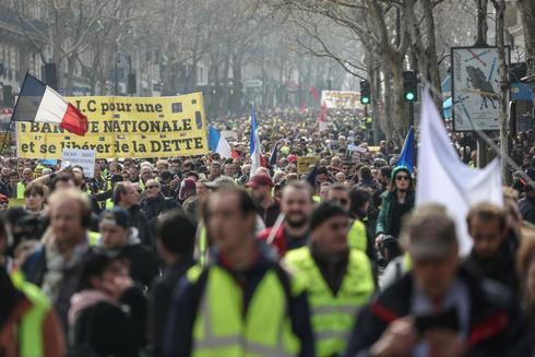 Manifestación antigubernamental en París, convocada por el...