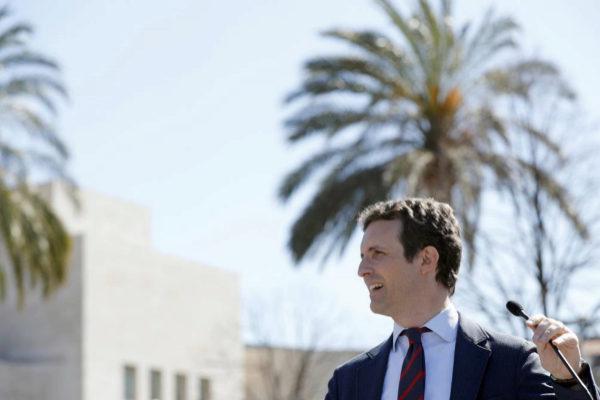 """Casado agita el fantasma de la recesión económica: """"Vuelve la crisis con Sánchez y su socio Pablo Iglesias"""""""