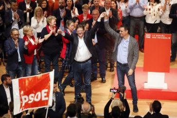 Pedro Sánchez y Ximo Puig, en el Paraninfo de la Universidad de Alicante.