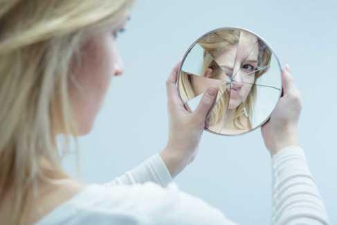 Irritabilidad, indecisión, autoexigencia... cómo  sanar la autoestima  de un adolescente
