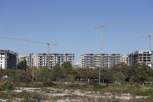 Algunas de las promociones de viviendas que se construyen en la actualidad en la zona de la Playa de San Juan.