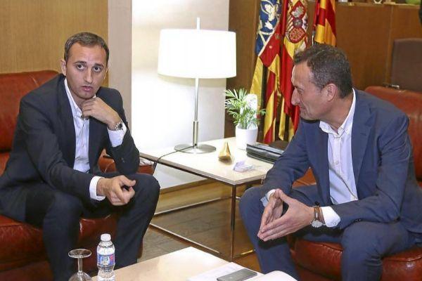 El presidente de la Diputación de Alicante, César Sánchez, junto al alcalde de Elche, Carlos González.