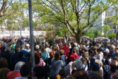 Los vecinos concentrados el sábado al mediodía en la Alameda de Osuna.