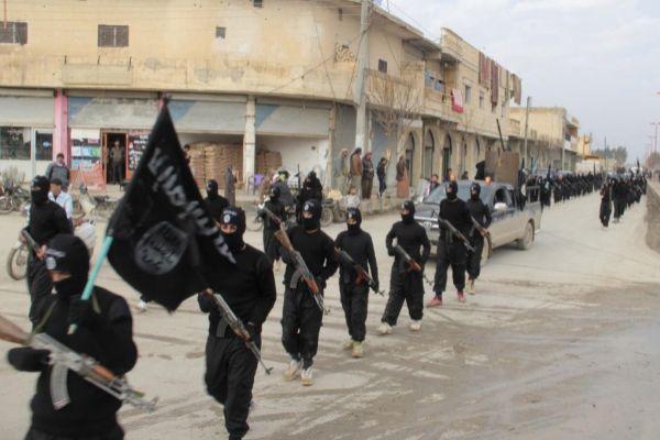 Miembros del IS, en Raqqa, poco antes de la creación del califato.