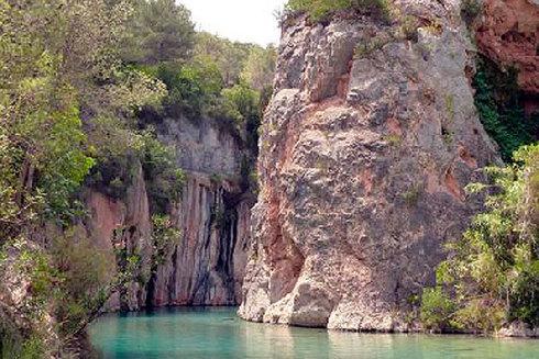 El cauce del río en Montanejos nace de yacimientos de aguas termales.