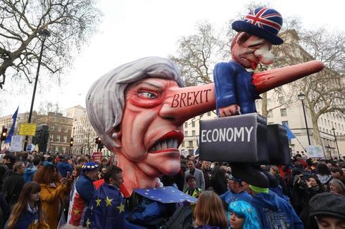 Un ninot de Theresa May, en la manifestación de Londres.