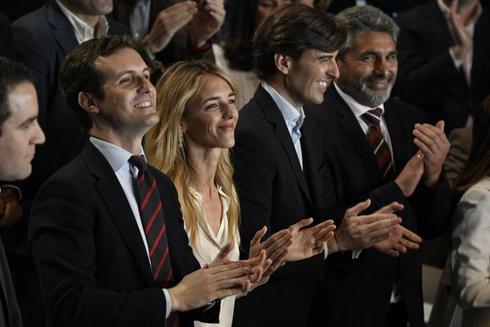 Pablo Casado, junto a los cabezas de lista Cayetana Álvarez de Toledo (Barcelona), Pablo Montesinos (Málaga) y Juan José Cortés (Huelva).