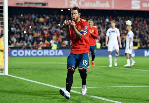 Sergio Ramos celebra el gol de la victoria de España.
