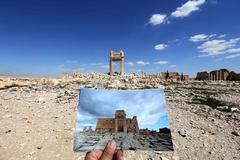 Una foto del templo de Bel (Palmira, Siria), frente a las ruinas del lugar, destruido por el IS en 2015.