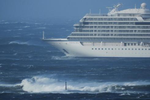 El crucero 'Viking Sky' averiado cerca de la costa oeste de Noruega en Hustadvika, cerca de Romsdal.