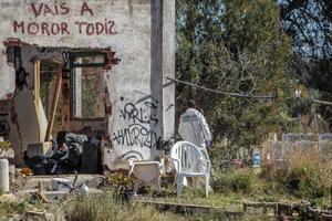 Entrada de la vivienda okupada donde vivían con sus padres los niños asesinados en Godella