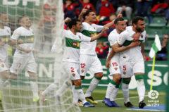 Los jugadores del Elche celebran el tercer gol del equipo al Alcorcón, obra de Gonzalo Verdú..