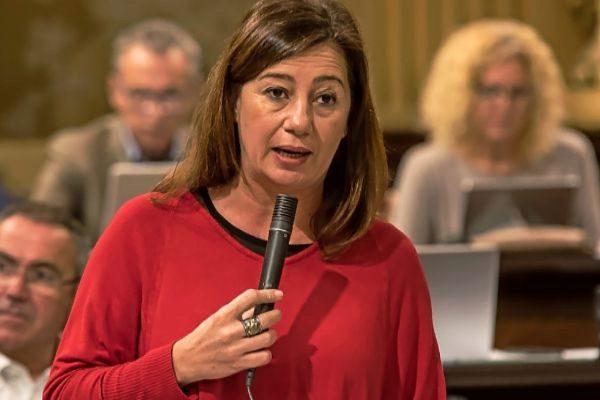 Francina Armengol, durante una intervención en el Parlament en esta legislatura.