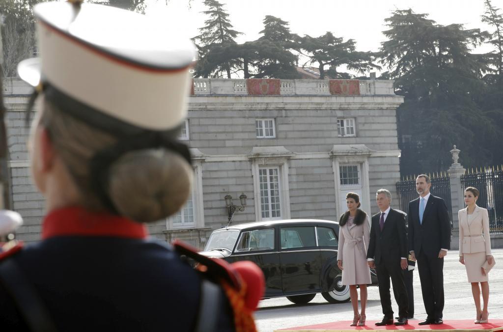 Los Reyes, junto al presidente argentino, Mauricio Macri, y su esposa...