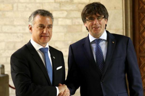 El lehendakari Iñigo Urkullu y el ex 'president' Cales Puigdemont.
