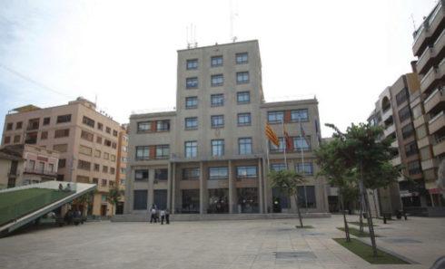 Ayuntamiento y plaza Mayor de Vila-real.