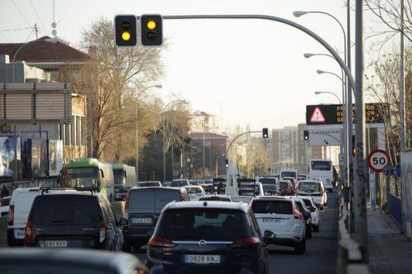 Semáforos en la A-5 a la altura del barrio de El Batán.