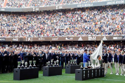 Las leyendas del Valencia con los títulos logrados en sus 100 años de historia.
